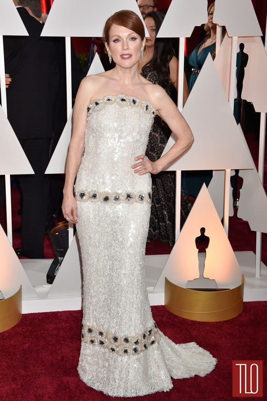 getthelook-Julianne-Moore-Oscars-2015-Awards-Chanel-Red-Carpet-Fashion-Tom-Lorenzo-Site-TLO-2