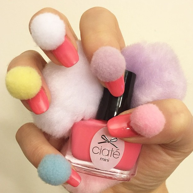 get-the-look-ta-na-moda-mas-eu-to-fora-unhas-pom-pom14