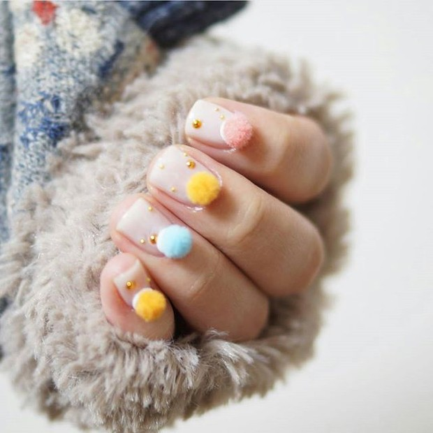 get-the-look-ta-na-moda-mas-eu-to-fora-unhas-pom-pom15