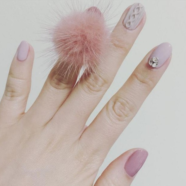 get-the-look-ta-na-moda-mas-eu-to-fora-unhas-pom-pom16