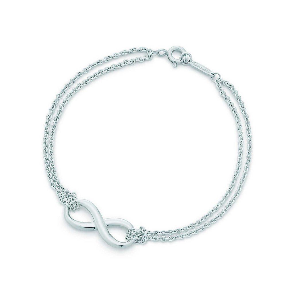 Photo: Reprodução TiffanyCo. Pulseira Tiffany Infinity em prata de lei - R$ 995,00