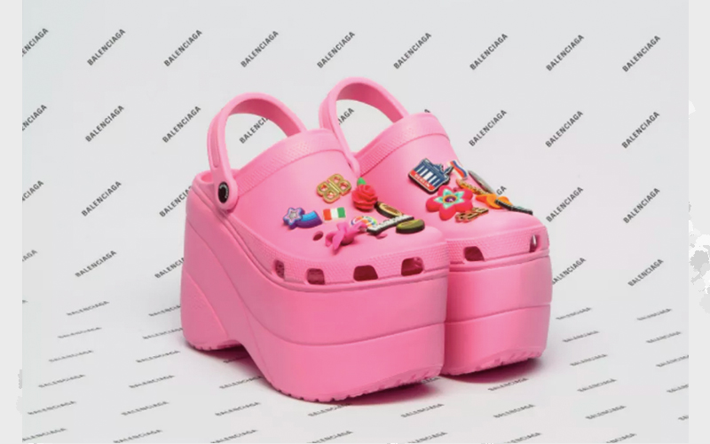 GET-THE-LOOK-TA-NA-MODA-MAS-EU-TO-FORA-BALENCIAGA-CROCS-2